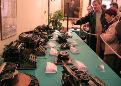 Pietro Boschini presenta le macchine esposte - Nascita ed evoluzione della macchina per scrivere - Museo della Valle - Zogno