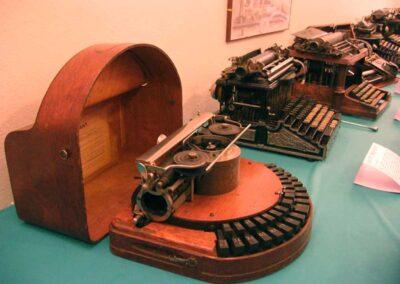 Alcune macchine della seconda metà dell'Ottocento - Nascita ed evoluzione della macchina per scrivere - Museo della Valle - Zogno
