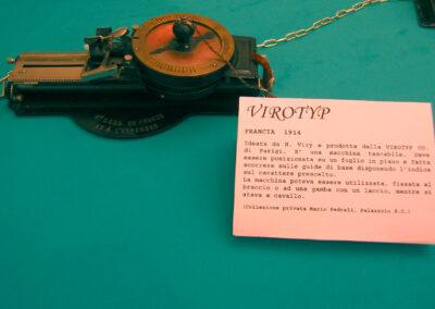 Un esemplareori ginale tascabile - Nascita ed evoluzione della macchina per scrivere - Museo della Valle - Zogno