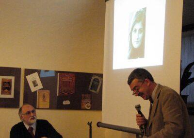 Flavio legge la poesia dedicata alla moglie Claudia - foto Pietro Gritti - www.museo della Valle - www.pieroweb.com