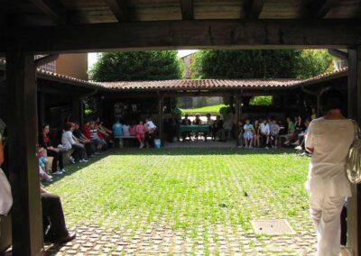 Nel porticato del giardino del Museo - foto Pietro Gritti - www.museo della Valle - www.pieroweb.com