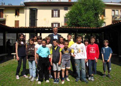 Gli alunni premiati e segnalati posano col Dirigente Scolastico - foto Pietro Gritti - www.museo della Valle - www.pieroweb.com