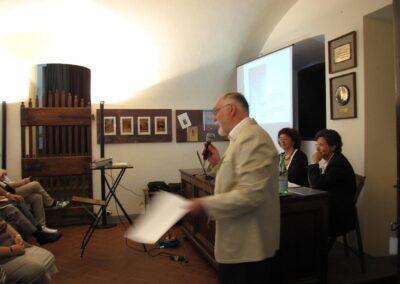 Introduce il prof. Ivano Sonzogni