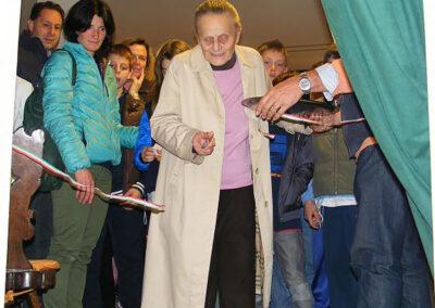 Maestra Franca Sonzogni inaugura la mostra disegni