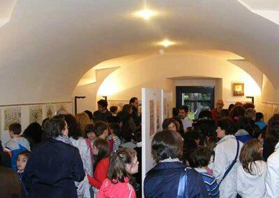 I genitori e gli alunni visitano la mostra