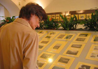 Una vetrina delle vecchie cartoline - La Valle Brembana nelle vecchie cartoline raccolte da Giordano Rota - Museo della Valle - Zogno