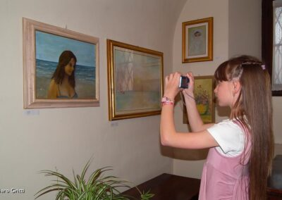 Lan ipoLa nipote fotografa il quadro con la zia Maria Piate fotografa il quadro con la zia Maria Pia