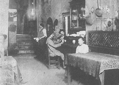 La storica Osteria dei Tre Gobbi in Via Broseta, già frequentata da Gaetano Donizetti e trasformata in bar negli anni Cinquanta (Archivio Domenico Lucchetti)