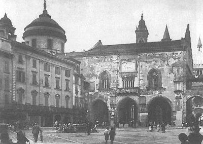 Piazza Vecchia negli anni Cinquanta (Archivio Domenico Lucchetti)